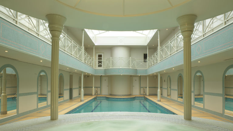 Jacuzzi and pool, spa of the week Lygon Arms Cotswolds by healthista.com