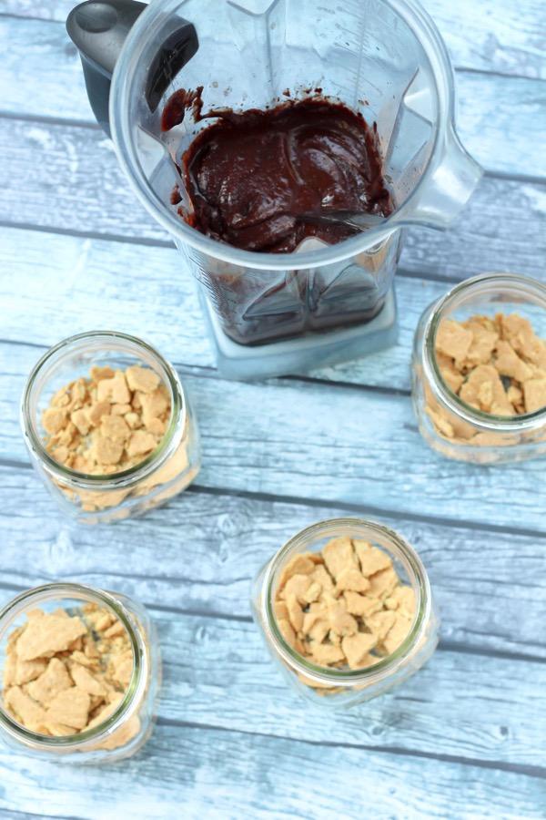 Vegan cashew chocolate mousse